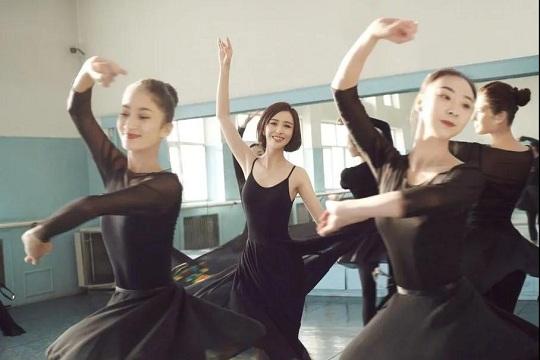 【一路佟行】佳歌品牌代言人佟丽娅主演《爱的厘米》热播中!
