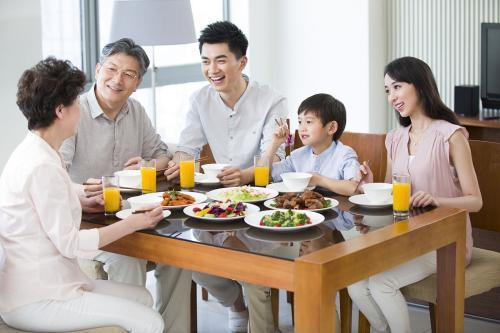 小夫妻如何用美味,让婆婆再无后顾之忧——蓝炬星AIoT` R6智能集成灶