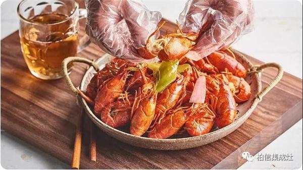 在这个吃小龙虾的季节,你家怎么能少了柏信集成灶!